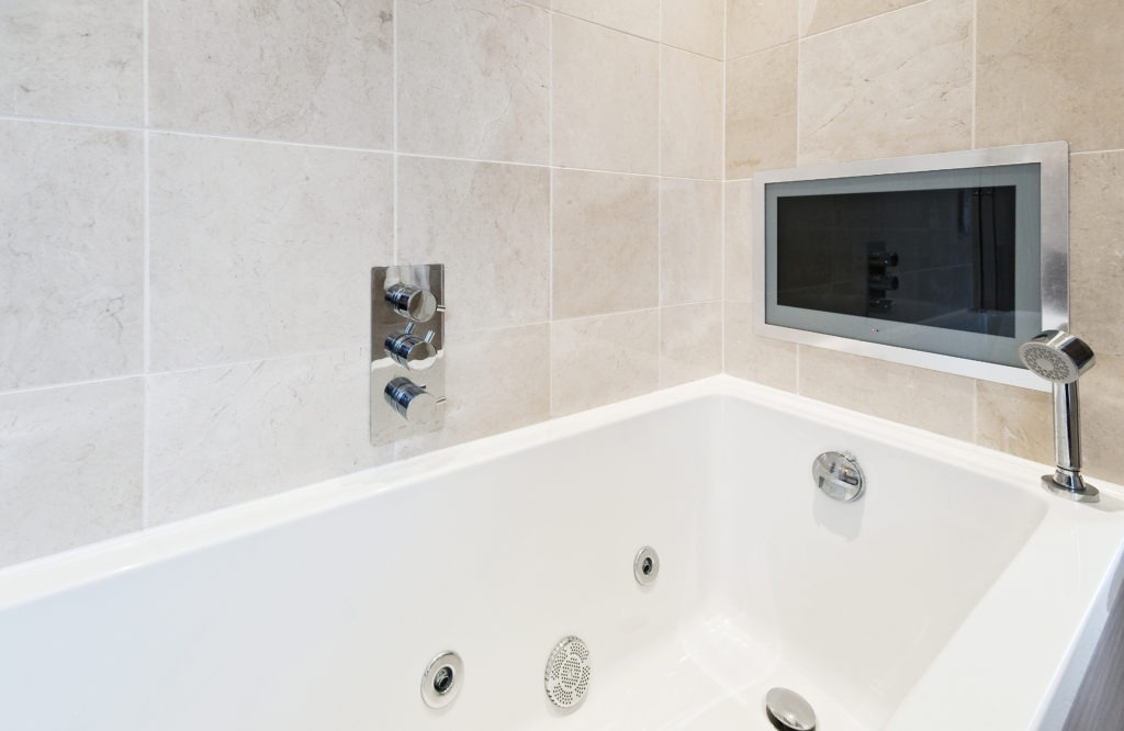 bath tub with tv