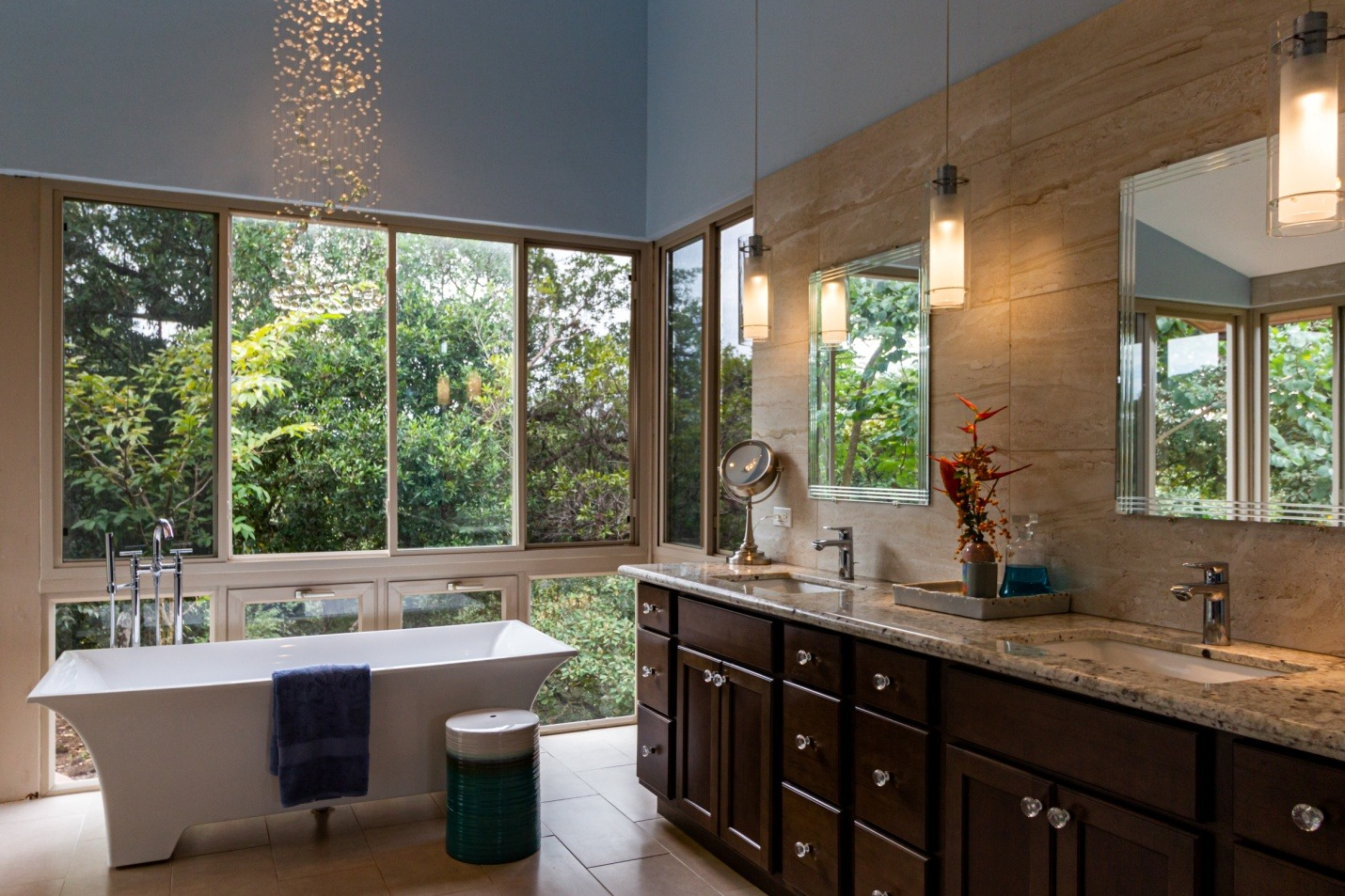 Freestanding Bathtub With Overhead Shower